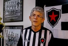 ricardo na sede botafogo foto walter rafael 6 270x183 - Ricardo prestigia evento em comemoração aos 85 anos do Botafogo