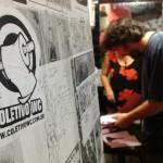 2013-colagem nos sanitários do centro cultural espaço mundo-thaïs,thiago