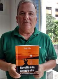Jorge e livro 197x270 - Fundação Casa de José Américo sedia lançamento de livro de contos infantis