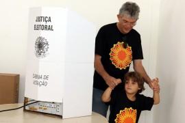 voto de ricardo foto francisco frança secom pb 3 270x180 - Ricardo vota na Fundação Casa de José Américo e avalia que a eleição transcorre de forma tranquila