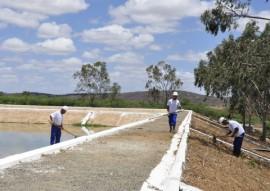 Recuperação das placas e taludes da lagoa