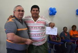 alunos recebem certificado de alfabetizacao na empasa 4 270x183 - Empasa entrega certificado de alfabetização a catadores de materiais recicláveis