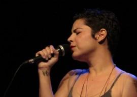 carol1 270x191 - Projeto Música do Mundo abre 2017 com o show 'Vazante', dos petrolinenses Zé Manoel e Carol Guimarães