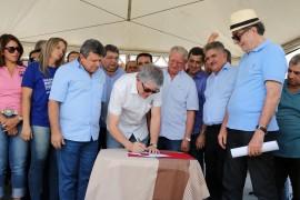 gurinhem estrada foto francisco frança secom pb 5 270x180 - Gurinhém e Alagoinha: Ricardo autoriza obras e inaugura escolas