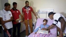 ses acao de jogadores doando brinquedos junto ao hospital de trauma cg 2 1 270x151 - Hospital de Trauma de Campina Grande recebe doação de brinquedos em ação social de jogadores
