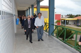 Governador Marcos visita escola Mestre Sivuca  05 01 17  2 270x178 - Governador em exercício visita Escola Mestre Sivuca e é informado sobre matrículas na rede estadual