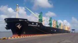 WhatsApp Image 2017 01 12 at 08.59.46 270x151 - Porto tem movimentação intensa com navios descarregando trigo e derivado de petróleo