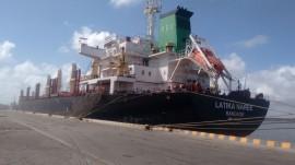 WhatsApp Image 2017 01 12 at 09.11.15 270x151 - Porto tem movimentação intensa com navios descarregando trigo e derivado de petróleo