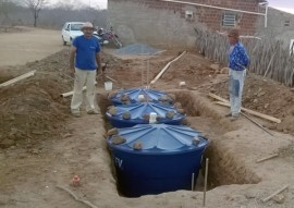 emater em caraubas familia constroi fossa septica para reuso de agua na irrigacao de forragem 2 270x191 - Emater orienta família na construção de fossa séptica para reuso da água na irrigação de forragem