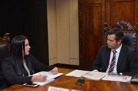 gilmara temoteo e ministro dos portos em brasilia 2 270x179 - Ministro dos Transportes, Portos e Aviação Civil visita Porto de Cabedelo em fevereiro