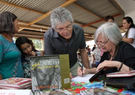 2017 02 18 14.23.25 270x191 - Ricardo participa de lançamento de livro sobre Elizabeth Teixeira e assina lei homenageando João Pedro Teixeira