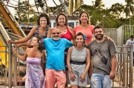 banda meu quintal 270x178 - Banda Meu Quintal apresenta o show Roda Gigante no projeto Cambada