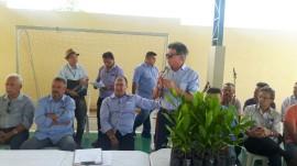 entrega mudas de caju2 270x151 - Governo lança projeto de revitalização da cultura do caju e acredita nas chuvas para seu êxito no Sertão