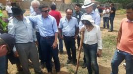 entrega mudas de caju3 270x151 - Governo lança projeto de revitalização da cultura do caju e acredita nas chuvas para seu êxito no Sertão