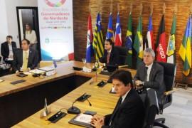 ricardo e governadores do nordeste em reunião foto jose marques 5 270x180 - Ricardo defende mudanças na proposta de reforma da previdência e alongamento da dívida junto ao BNDES