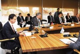 ricardo e governadores do nordeste em reunião foto jose marques 7 270x183 - Ricardo defende mudanças na proposta de reforma da previdência e alongamento da dívida junto ao BNDES
