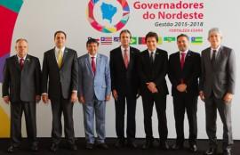 ricardo e governadores do nordeste em reunião foto jose marques 8 270x174 - Ricardo defende mudanças na proposta de reforma da previdência e alongamento da dívida junto ao BNDES
