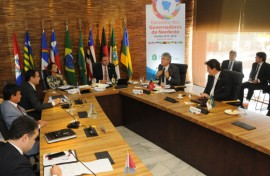 ricardo fala na reuniao governadores  foto jose marques 2 270x176 - Ricardo defende mudanças na proposta de reforma da previdência e alongamento da dívida junto ao BNDES
