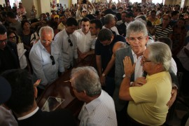 velorio3 foto Francisco França 270x180 - Ricardo participa de velório do Arcebispo Emérito da Paraíba, Dom Marcelo Carvalheira