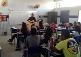 see professor utiliza musica na sala de aula e transforma as aulas na rede estadual 1 270x191 - 'Aula cantada' movimenta ensino de história em escola da rede estadual