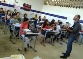 see professor utiliza musica na sala de aula e transforma as aulas na rede estadual 2 270x191 - 'Aula cantada' movimenta ensino de história em escola da rede estadual