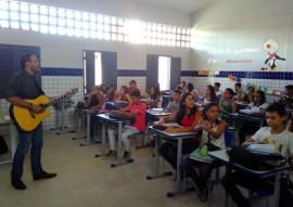 see professor utiliza musica na sala de aula e transforma as aulas na rede estadual 3 270x191 - 'Aula cantada' movimenta ensino de história em escola da rede estadual