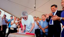 DESTERRO9 270x158 - Ricardo visita obras e assina ordens de serviço para açude e barragem no Sertão
