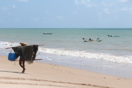 PRAIA DO CABO BRANCO 270x180 - Banhistas podem aproveitar 43 praias do litoral paraibano neste fim de semana