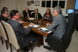 acordo latam2  foto Francisco França 270x180 - Ricardo assina acordo para aumentar frequência de voos da Latam na Paraíba