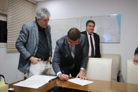 acordo latam5  foto Francisco França 270x180 - Ricardo assina acordo para aumentar frequência de voos da Latam na Paraíba