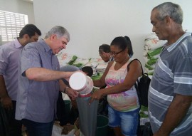 agricultura continua recebendo sementes para platil da safra 2016e2017 1 270x191 - Agricultores continuam recebendo sementes para plantio da Safra 2016/2017