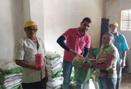 governo atende agricultores com distribuicao de sementes 3 270x183 - Governo continua atendendo agricultor com distribuição de sementes