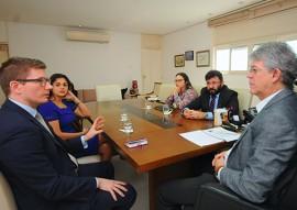 ricardo reuniao com consul britanico foto jose marquies 2 270x191 - Ricardo discute parcerias entre a Paraíba e Reino Unido em reunião com cônsul britânico