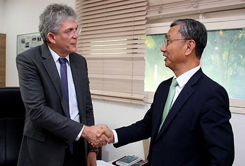 ricardo recebe  embaixador da correia Jeong Lee_foto francisco franca  (4)