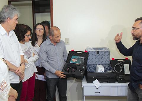 Ricardo visita hosp arlinda marques e entrega aparelho de ultrassom transcraniano foto jose marques (5)