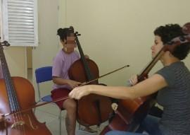 projeto prima trabalha com jovens do sitema sea cej 2 270x191 - Prima ministra aula de violino e violoncelo para adolescentes da Casa Educativa