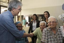 ricardo assina edital projeto acolher foto francisco franca 2 270x183 - Ricardo lança terceiro edital do Projeto Acolher para beneficiar idosos institucionalizados
