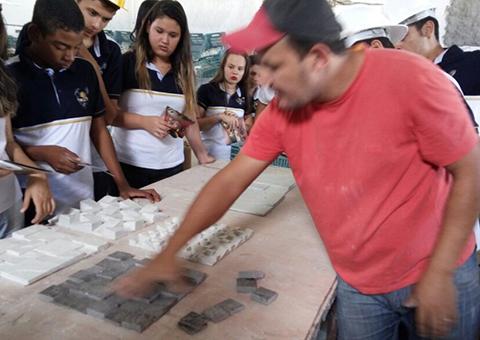 alunos de mineracao participam de aula em mina de quartzito (7)