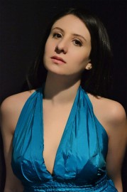 solista carla cury 179x270 - Concerto da Sinfônica têm regência do maestro Cláudio Lage e participação da soprano Carla Cury