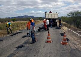 DER Operacao tapa buraco1 270x191 - Programa de conservação de rodovias atende mais 594 km da malha estadual