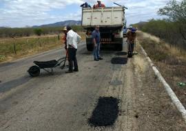 der tapa buraco 2 270x191 - DER realiza serviços de conservação em mais 859 km de rodovias no Estado