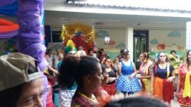 circo arlinda3 270x152 - Atividades circenses e personagens infantis levam alegria e diversão às crianças do Hospital Arlinda Marques