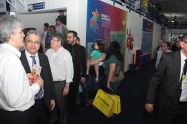 feira patos12 foto Alberi Pontes 270x180 - Ricardo libera mais de R$ 1 milhão em créditos e entrega motos para empreendedores do Sertão