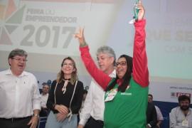 feira patos5 foto Alberi Pontes1 270x180 - Ricardo libera mais de R$ 1 milhão em créditos e entrega motos para empreendedores do Sertão