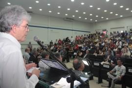 feira patos8 foto Alberi Pontes 270x180 - Ricardo libera mais de R$ 1 milhão em créditos e entrega motos para empreendedores do Sertão