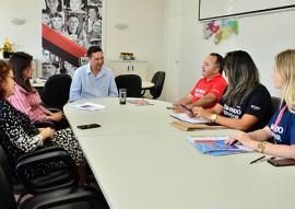 sec de educacao se reune com gerente do bradesco foto delmer rodrigues 1 270x191 - Governo discute novas parcerias com o Bradesco na área da Educação