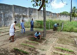 fundac professores da escola integral cidada ensinam o cultivo de horta organica 4 270x191 - Escola cidadã integral ensina cultivo de horta orgânica e tenta mudar hábitos em unidades socioeducativas