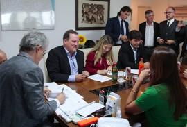 ricardo reunido com empresarios foto jose marques 2 270x183 - Ricardo assina Protocolo de Intenções com Companhia de Bebidas que poderá gerar 500 empregos na Paraíba