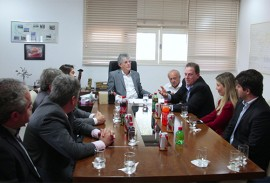 ricardo reunido com empresarios foto jose marques 7 270x183 - Ricardo assina Protocolo de Intenções com Companhia de Bebidas que poderá gerar 500 empregos na Paraíba