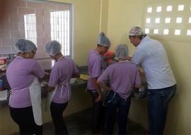 sedh E fundac beneficia socieducandas 6 270x191 - Socioeducandas participam de curso profissionalizante de confeiteiro de tortas